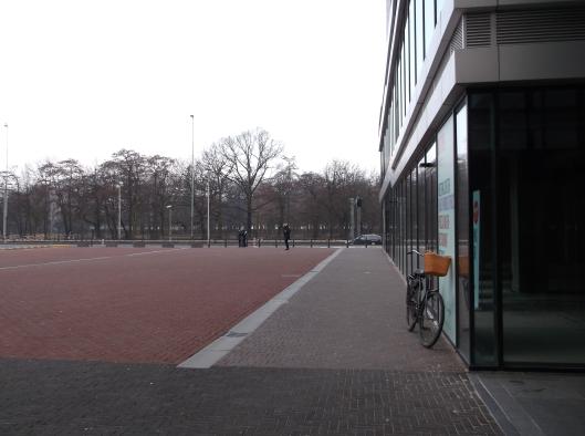Pagi Den Haag yang dingin dan damai. Foto diambil berhampiran stesen Den Haag Centraal.