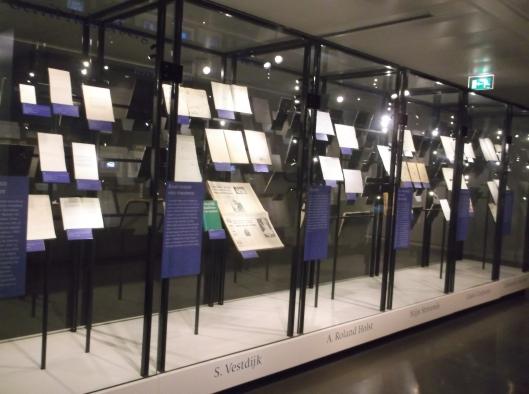 Antara proses penciptaan karya yang dipamerkan di Muzium Kesusasteraan.