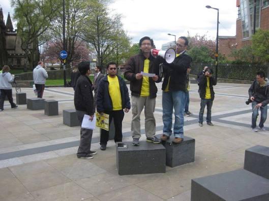Baca puisi semasa himpunan BERSIH 3.0 di Manchester, April 2012.