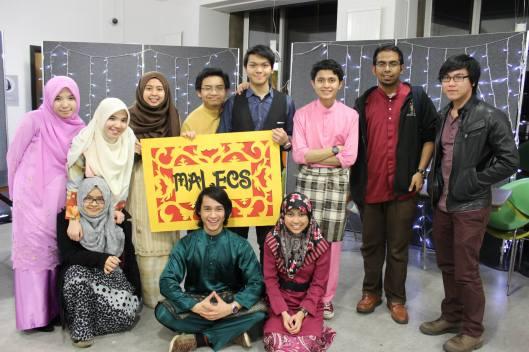 Gambar ketika kami menyertai malam kebudayaan sempena 'Global Week' anjuran universiti. Mac 2014.
