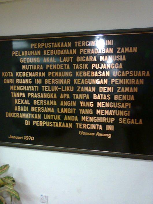Puisi Usman Awang di Perpustakaan Utama, Universiti Malaya.