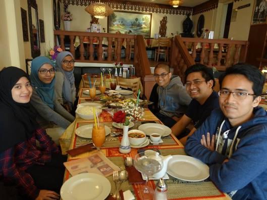 Makan tengah hari. Kredit gambar: sdr Putri Nurfariza