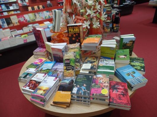 Di bahagian ini semuanya buku-buku Indonesia.